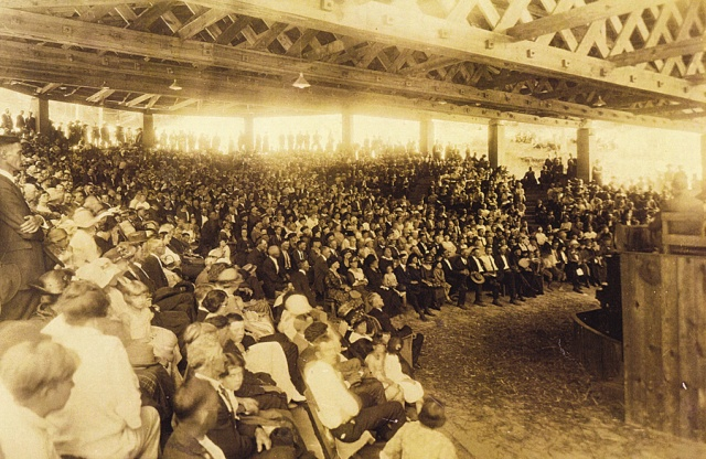Standing room only at the Eliada Tabernacle during sunrise services (Photo ca. 1921).