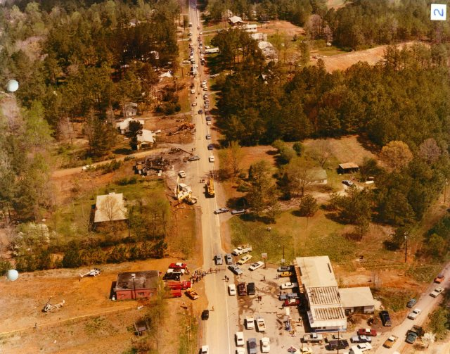 Straight-on view of the Flight 242 forced landing site on Dallas-Acworth Highway in New Hope, GA